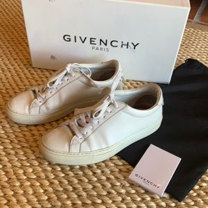 Givenchy sneakers size 7,5